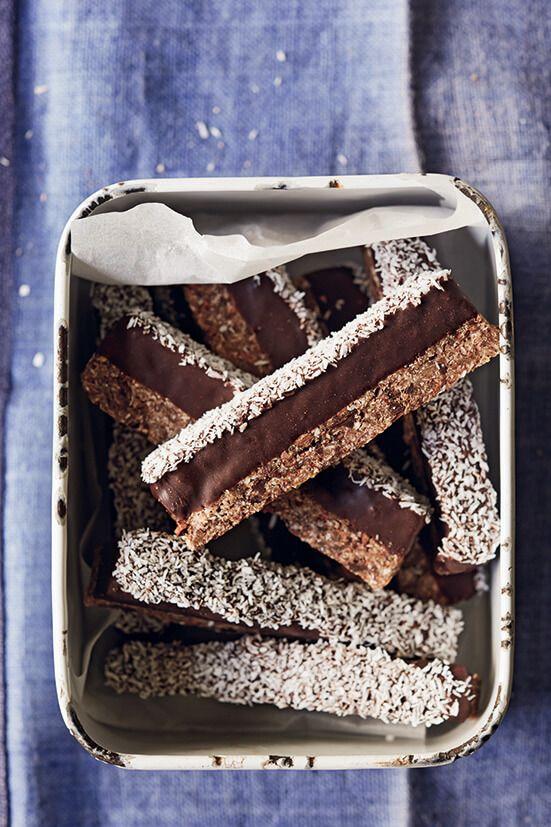 Als je van pure chocolade en kokos houdt (en laten we eerlijk zijn, wie doet dat nou niet?) dan zijn deze repen serieus lekker! Het toegevoegde vleugje roze Himalaya zout en vanille vormt een smaakcombinatie die nooit faalt. Deze repen zitten vol heerlijke ingrediënten en zijn gemakkelijk te maken, dus ga aan de slag en …
