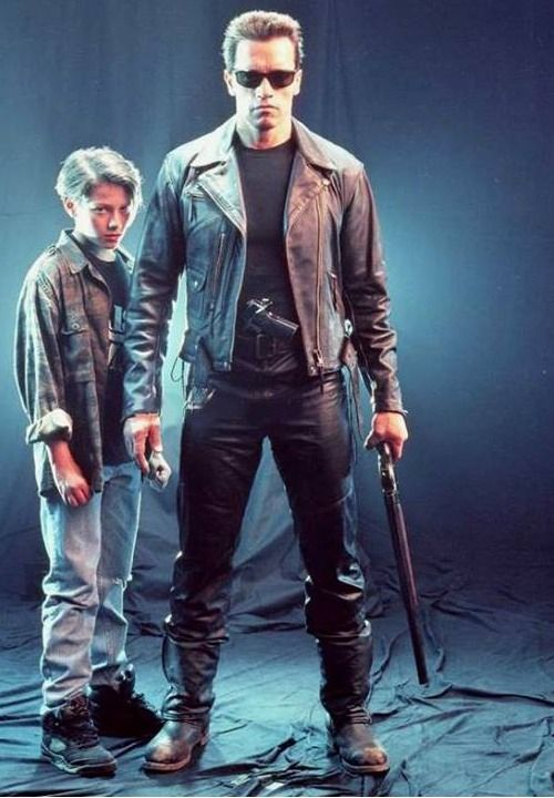 Edward Furlong and Arnold Schwarzenegger in the Terminator 2 : Judgment Day