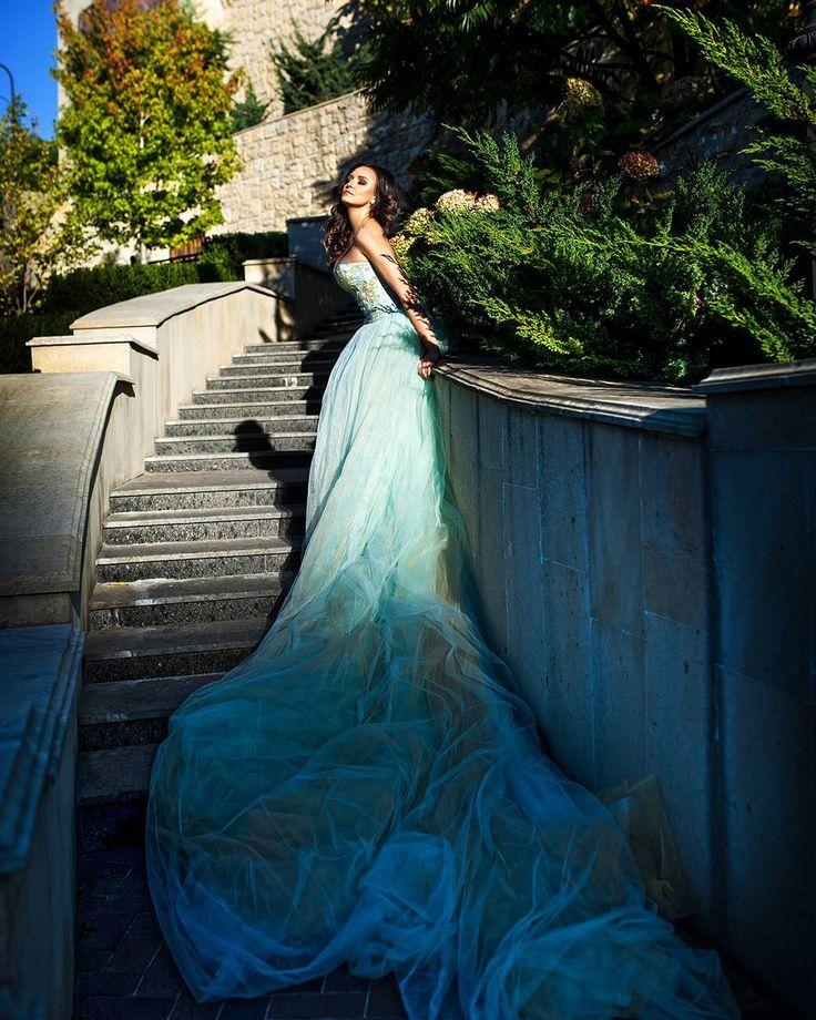 Солнечные дни очеь хороши для фотосессии. Еще одна фоточка крутого платья от @sadovska_rent спасибо за мейк @nata_niss #fashion #fairytale #art #likeme #likeforfollow #followme