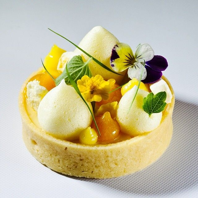 Art de la table - Tarte aux fruits de la passion (by Antonio Bachour)