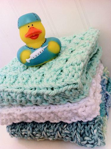 ✔ My favorite dishcloth pattern.... I think I've made hundreds of these!