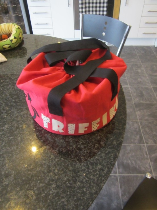 A Triffiko Cake Carrying Bag.