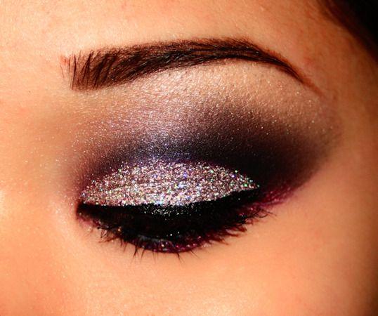 smokey liner with silver contrast eyeshadowChristmas Parties, Hair Beautiful, Halloween Eye, Holiday Makeup, Eye Makeup, Eyeshadows, New Years Eve, Glitter, Pretty