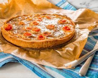 Quiche au saumon fumé et au fromage frais ail et fines herbes 0% : http://www.fourchette-et-bikini.fr/recettes/recettes-minceur/quiche-au-saumon-fume-et-au-fromage-frais-ail-et-fines-herbes-0.html