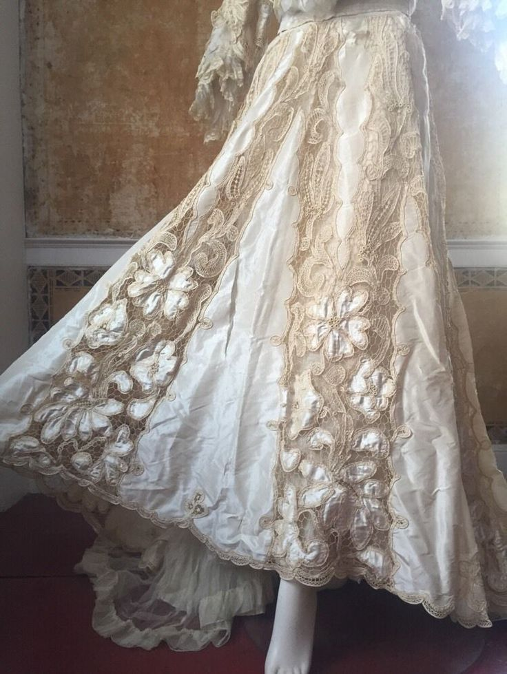 1000  images about vintage wedding gowns on Pinterest - Priscilla ...