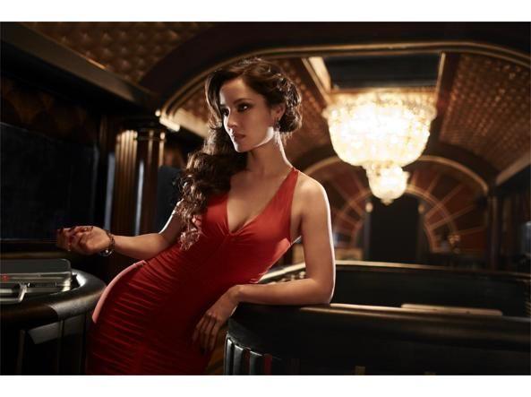 Eres lancia una linea di costumi che s'ispira al celebre due pezzi bianco nel film «Agente 007 - Licenza di uccidere». I look più sexy sfoggiati  dalle donne di 007
