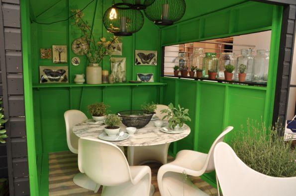 Jasper Conran-butikken i London har laget en fantastisk utstilling med Kelly (gressgrønt) som hovedfargen. Dette ELSKER vi!