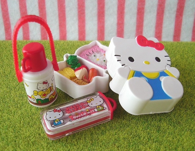 Re-ment (Rement) : Sanrio Hello Kitty Meals / Kids Bento Lunch Box by HarapekoDoggyBag, via Flickr