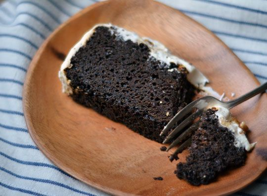 man, I LOVE molasses. Can't wait to try this Dark & Damp Molasses Cak...