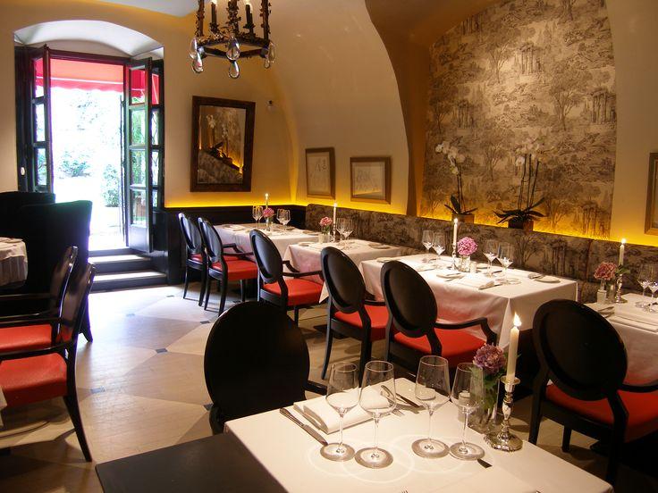 Pierrot http://pierrot.hu/ | Belső fotó #budapest #restaurant #pierrot #design #indoorfurniture #restaurantdesign #chair #dining #table #flowers