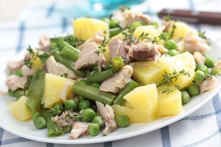 L'insalata di tonno, patate e fagiolini è un contorno leggero, delizioso ed ottimo da servire anche come piatto unico nelle giornate estive. Ecco la ricetta per prepararla