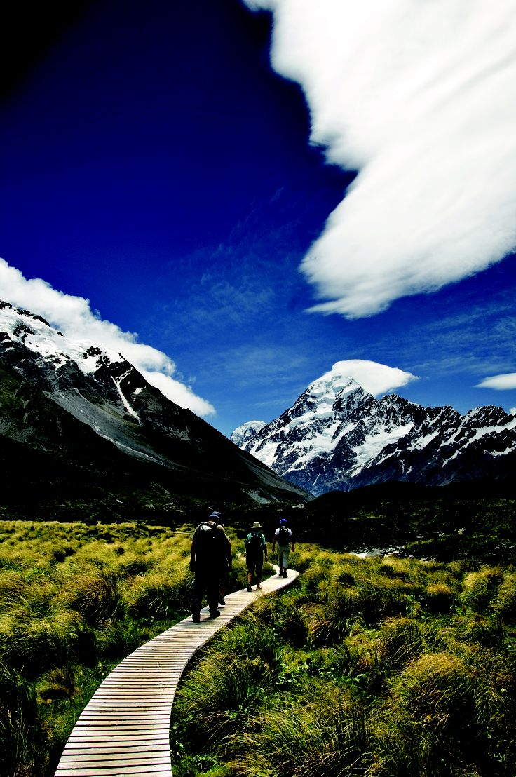 tramp for views of Mt Cook, glaciers and ice falls #Hiking New Zealand #Mt Cook