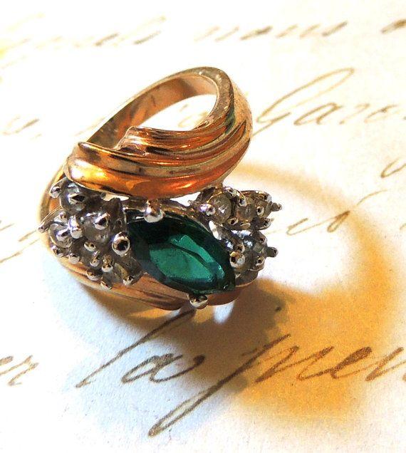 Vintage Rhinestone RingGreen Ring Size 8 Cocktail by OodlesofBling