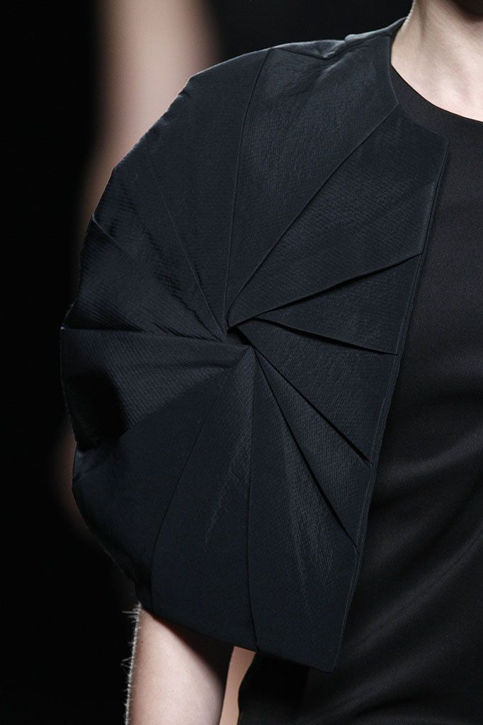 Innovative Pattern Cutting - shrug jacket with radial pleats structure; sewing; fabric manipulation // Amaya Arzuaga F/W 2015