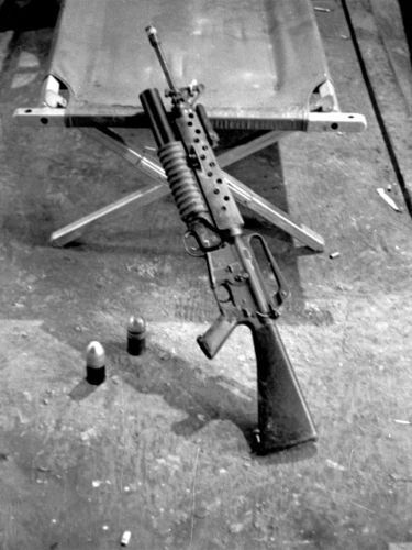 Vietnam-1970-M16-Over-Under-With-M203-Grenade-Launcher