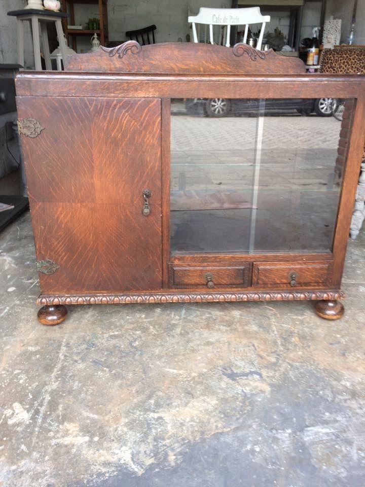 Restylen van antieke vitrine kast