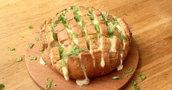 Vous organisez une soirée et vous ne savez pas comment épater vos convives en peu de temps ? Nous avons une idée pour vous ! Le pain surprise, idéal pour les grosses faims, impressionnera...