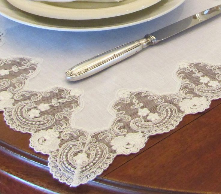 #LaceCollections is one of the most representative expressions of #handicraft!  #MadeInItaly #TableCloth