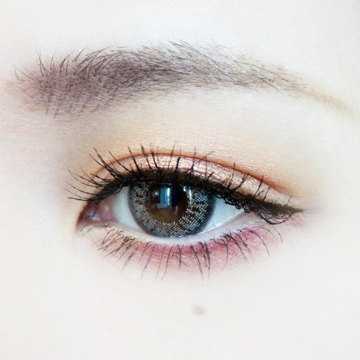 Peach pink eye makeup