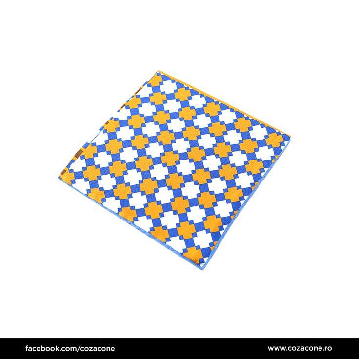 O batistă cu motive grafice multicolore, perfectă la un blazer alb sau gri: http://www.cozacone.ro/produse/?cat=accesorii