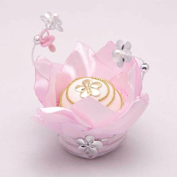 Cetim rosa, fita prata, adereços
