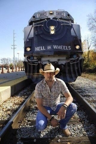 Jason Aldean Hell on Wheels