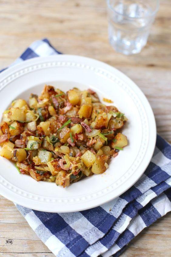 Wil je eens iets anders dan gekookte of gebakken aardappeltjes? Maak dan eens deze aardappelschotel met onder andere spek en prei. Serveer er een lekkere grote salade bij en eventueel nog een (stok)br