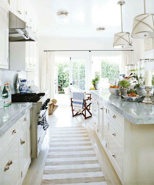 kitchen: Interior, Beach House, Counter Top, Kitchen Ideas, Light, White Kitchens