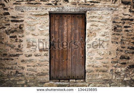 stock-photo-ancient-wooden-door-in-stone-castle-wall-tallinn-estonia-134415695.jpg (450×312)