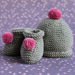 Chaussons et bonnet pour bébé en laine mérinos vert amande