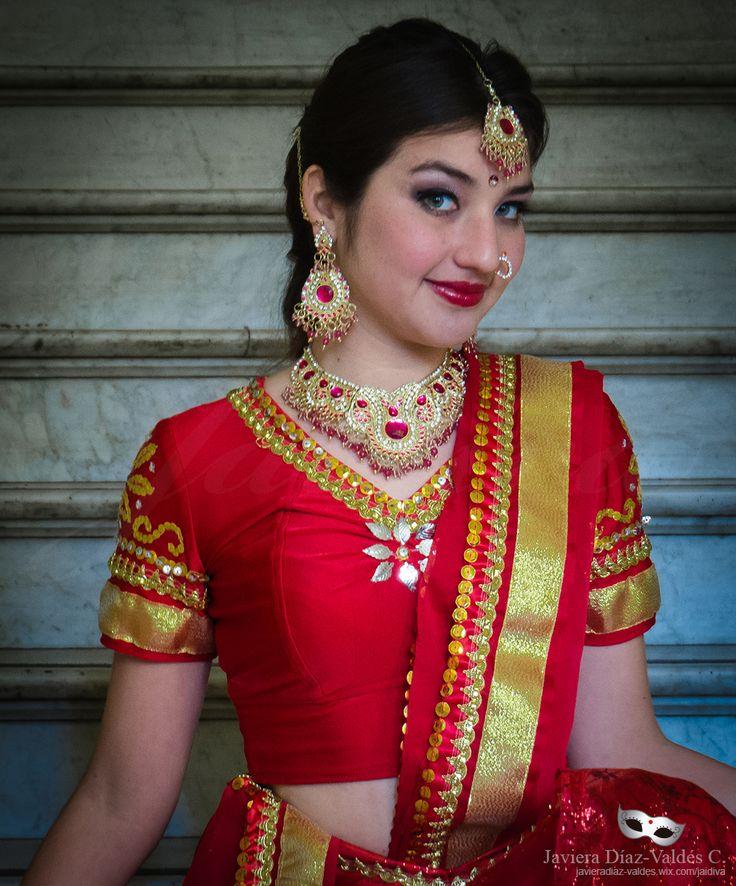 Costume Design: Javiera Díaz-Valdés Cerda. Dancer/Model: Paulina Beovides  #portrait #bollywood #costumedesig #Choli #lehengacholi #redcoli #redlehenga #blouse #dupatta #velo #rojo #Top #fashion #Fashiondesign #javieradiazdevaldes #indianfashion #indian #jewelery #joyeria #joyas #bordado #embroidery #cinta #gold #dorado