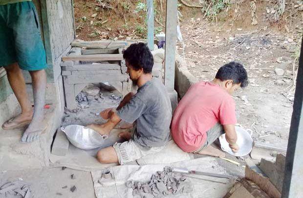 Kisah Keluarga Pengrajin Wajan Asal Kabupaten Sukabumi