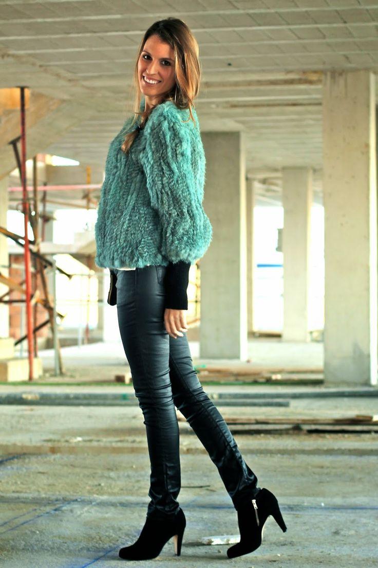 furry coat, fur, furry, blue furry http://www.mitacondequitaypon.com/2015/01/blue-furry.html