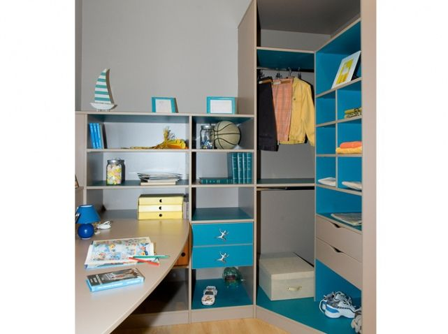 22 best images about chambre on pinterest so in love armoires and diy pallet - Armoire pour mansarde ...