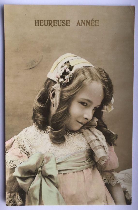 Chiffon jurk Lace * Cute haar stuk * amandel vormige ogen * brutale meisje * Pastel kleuren * antieke Franse briefkaart