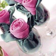 Rosa de guardanapo na taça