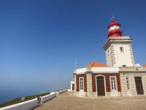 La prima volta che...  ho visto l'oceano da Cabo de Gata, in Portogallo. Volevo andarci, era nella mia bucket list, volevo vedere l'oceano dal punto più a ovest dell'europa, dove il faro campeggia e sovrasta la scogliera a strapiombo sul mare. Così l'ho visto, l'orizzonte, immaginando altra terra dall'altra parte.  #prime10volte #portogallo #cabodegata