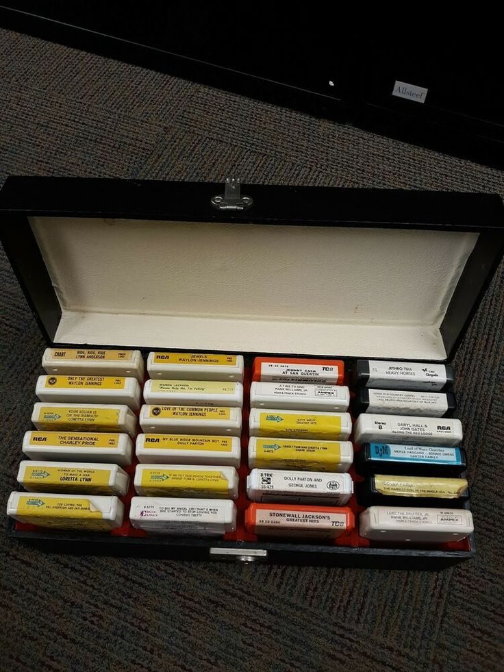 24 Country Music 8 Track Tapes In Carrying Case