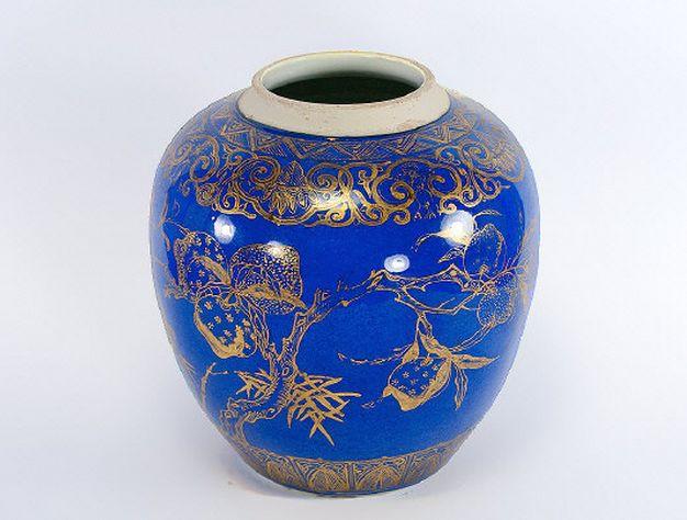 Vaso em porcelana Chinesa do sec.18th, Kangxi, 19,5cm de altura, 1,910 reais / 630 euros / 830 usd https://www.facebook.com/SoulCariocaAntiques