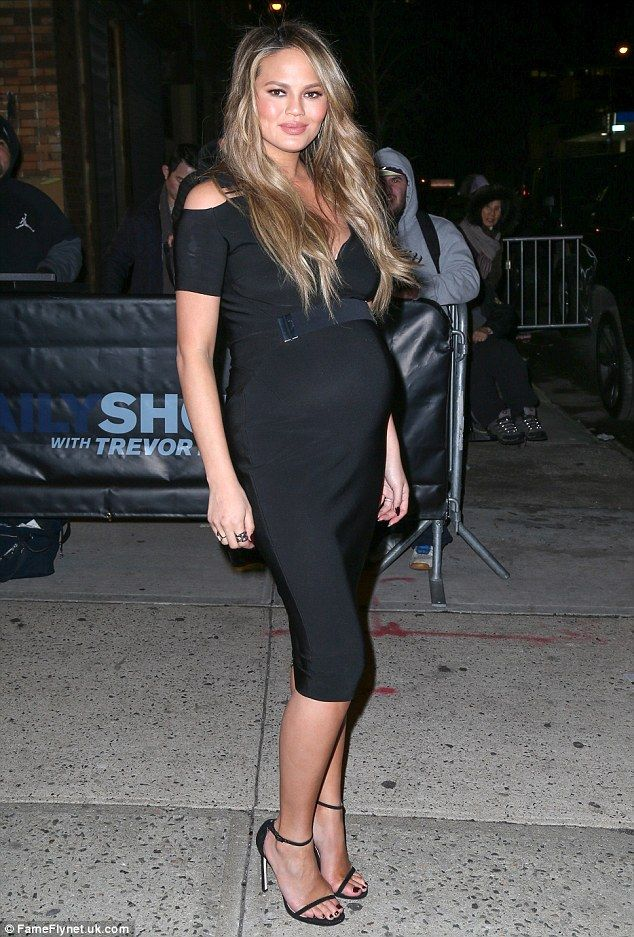Pregnant fashionista! The Sports Illustrated swimsuit cover model showed off her maternal ...