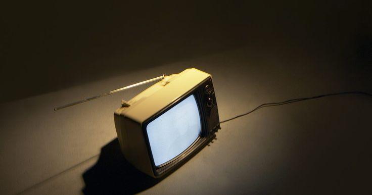 ¿Qué tiendas venden las cajas convertidoras digitales más económicas?. En el pasado, una persona iría a una tienda departamental y compraría un televisor, lo llevaría a casa, lo enchufaría y voilá: interminables horas de programación televisiva para que disfrute la familia. Luego, vino la transición digital. Estas series de televisores viejos funcionaban bien, pero solo podían recibir una señal análoga. Las ...