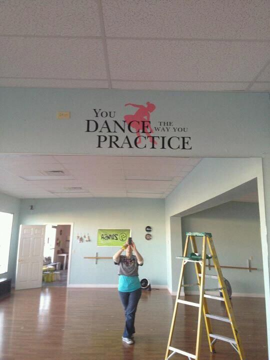 OMG the sight of this dance studio makes me want to cry.. I want mine like this<3