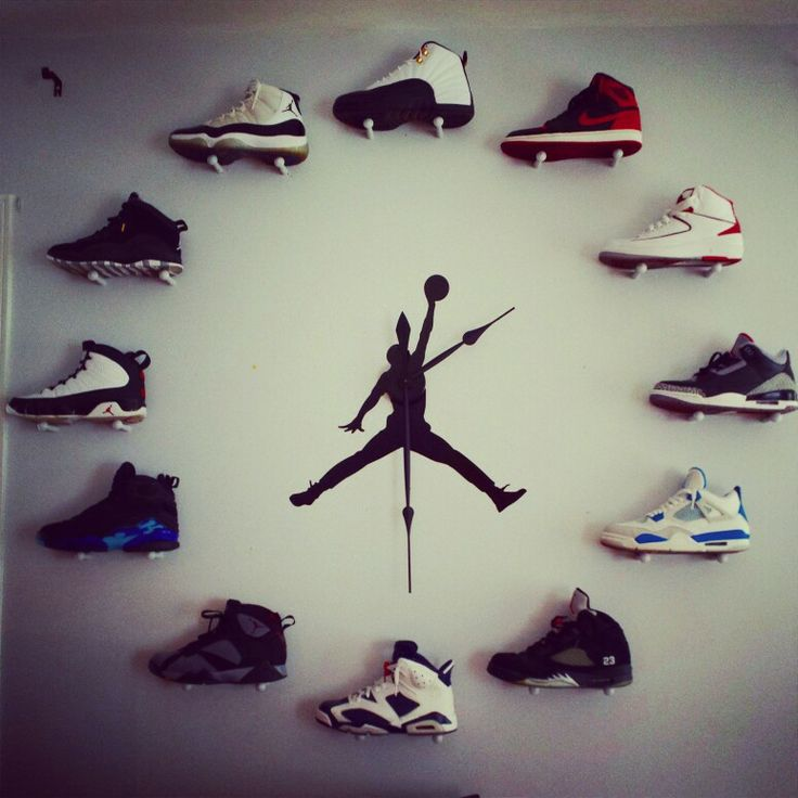 How sneakerheads tell time...
