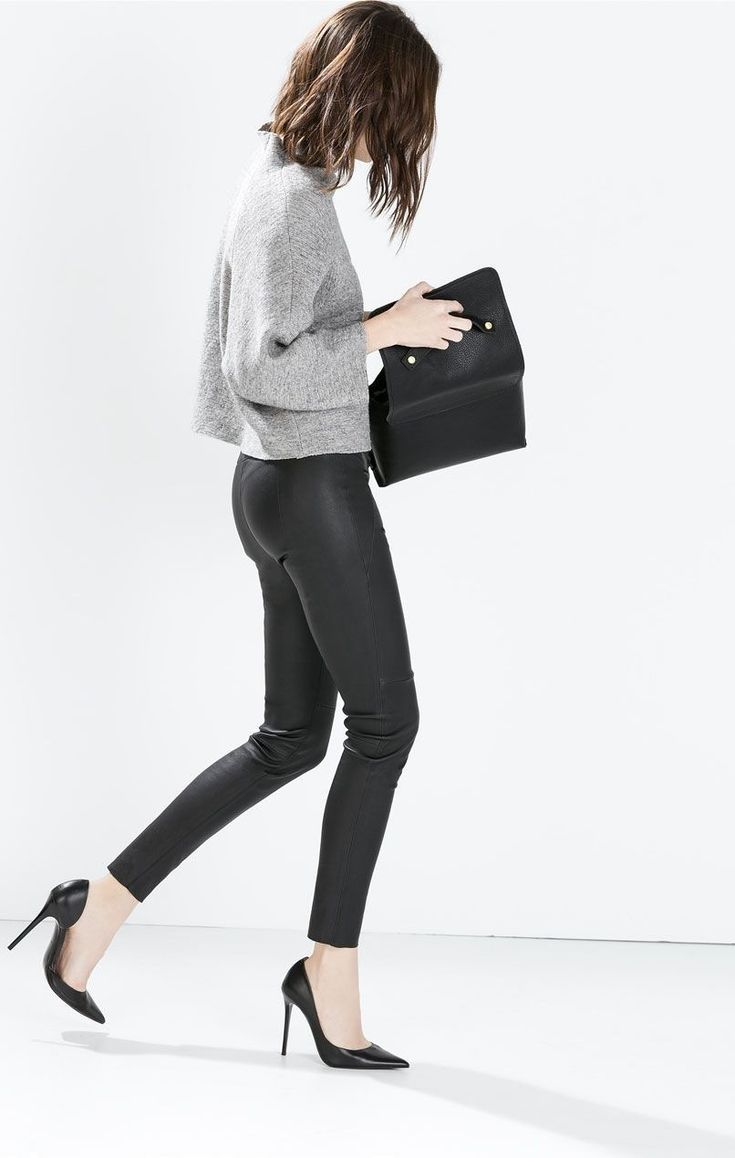 IG | @THERIGHTSIDEOFTHIRTY MINIMAL + CLASSIC | grey top | tight black leather trousers | high heels + clutch