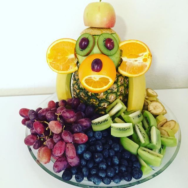 WEBSTA @ anitagohr - Måske man skulle gentage succesen med et frugt-dyr i sommerferien.. Magnus synes det er mega fedt at lave frugt, boller eller andet på en anderledes måde, men mon ikke næsten alle børn synes det ☺️
