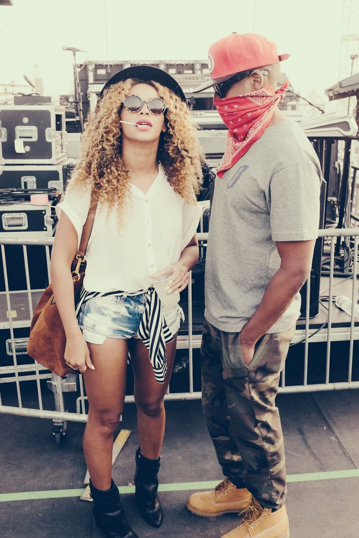Beyonce and Jay Z arrived at Coachella, ready for your praise.
