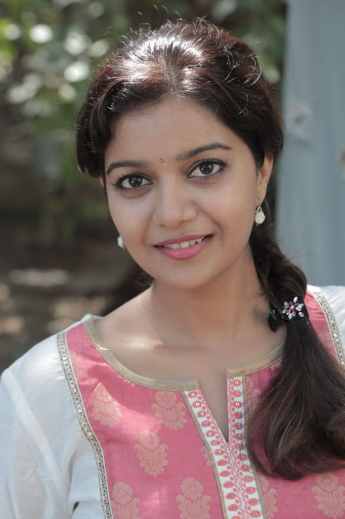 Tamil actress Swathi cute in white kurti stills (100 cute stills for you) Click hee to download