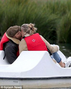 Ed Westwick and Jessica Serfaty Spotted on PDA-Filled Boat Ride! Although accusations of sexual assault against Ed Westwick concluded in November, the Gossip Girl alum is not getting off so easy.  Despite his career taking a blow, Westwick looks unbothered while spending time with his girlfriend, model Jessica Serfaty. Click on pin to read on! | Floor8