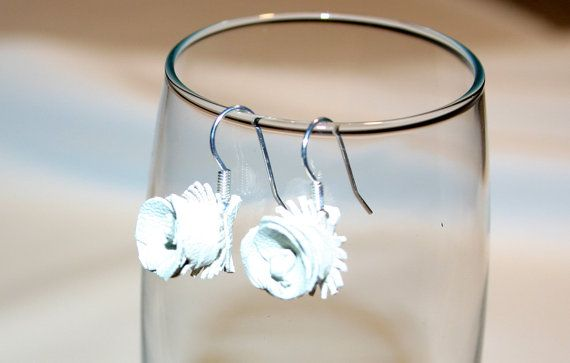 Bekijk dit items in mijn Etsy shop https://www.etsy.com/listing/485291643/white-leather-earrings-original-design