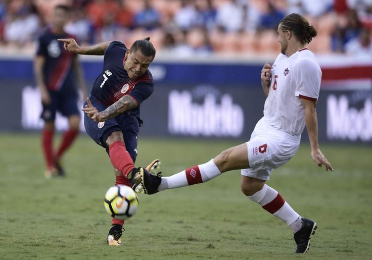 Costa Rica's forward David Ramirez (L) vies for the ball with Canada's midfielder Samuel Piette during a Group A match in the 2017 CONCACAF Gold Cup on July 11, 2017 at the BBVA Compass Stadium in Houston, Texas. / AFP PHOTO / Brendan Smialowski